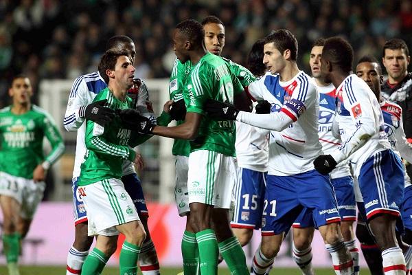Lyon vươn lên vị trí thứ 3 nhờ chiến thắng 2-1 trước Saint-Etienne