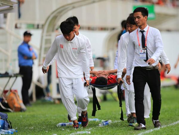 Triệu Việt Hưng gặp chấn thương nặng sau khi thắng Than Quảng Ninh